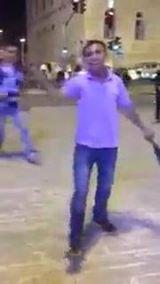 ערבי צועק מול שוטרים ומקלל יהודים עד ש