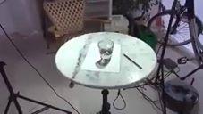 כוס מים או ציור?